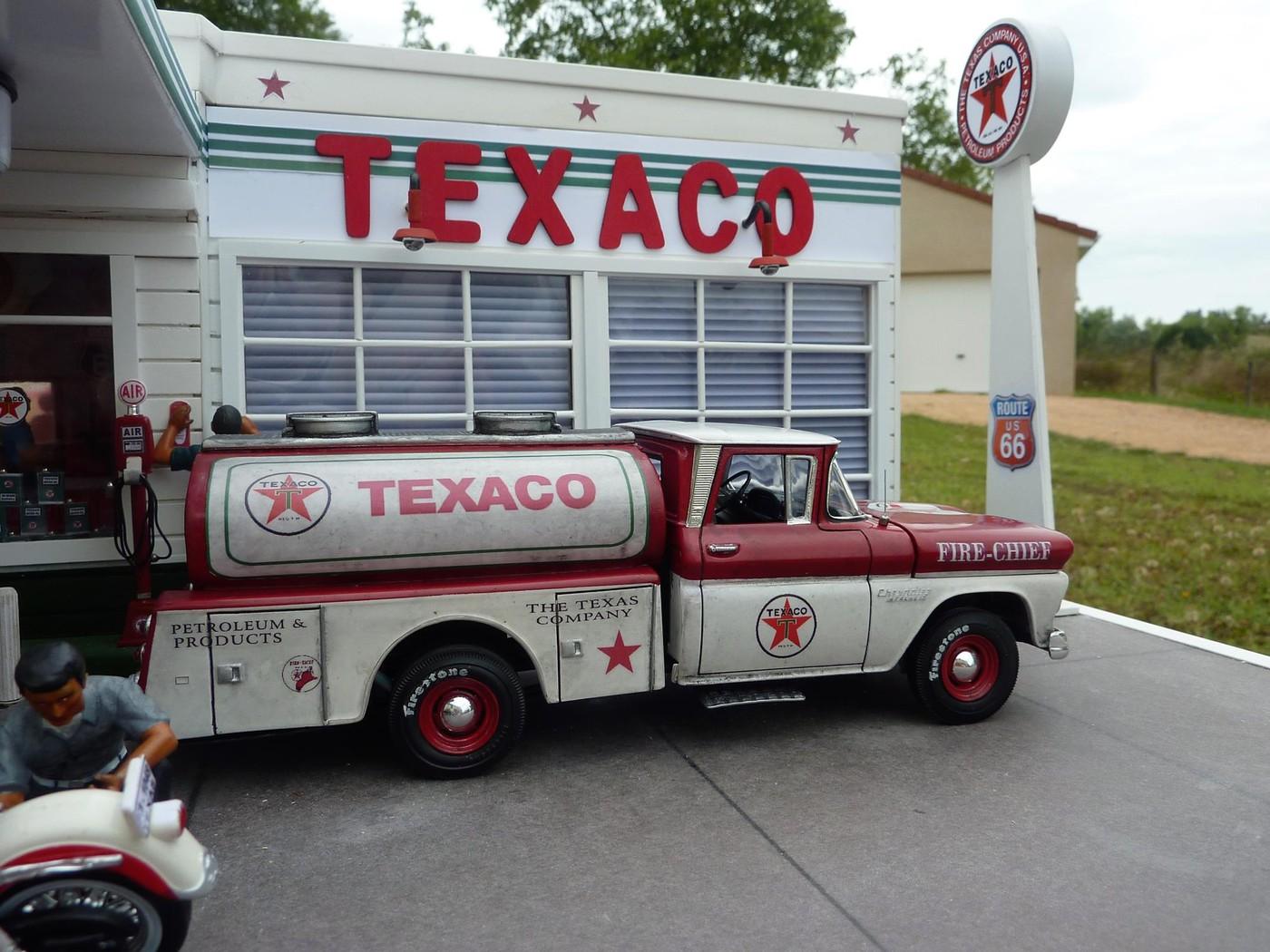 Chevy pickup 60 citerne texaco terminé - Page 3 Photo18-vi