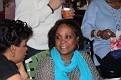 Super Bowl party chez Mireille et Fanfan. Elza toujours affable et souriante causant avec Christine.