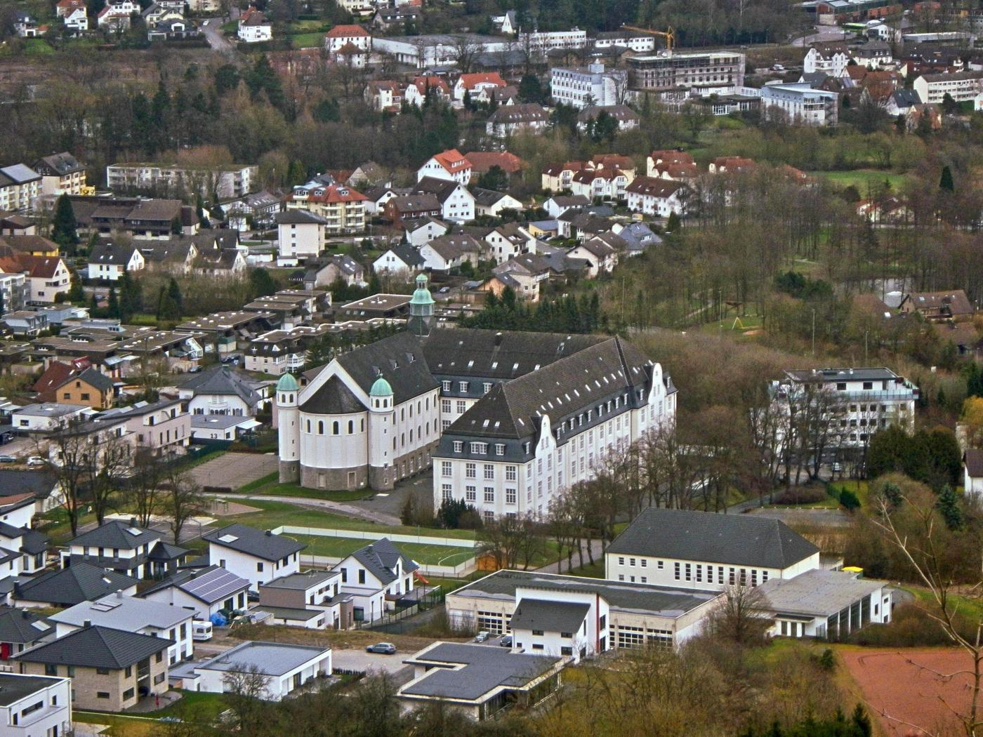 Blick auf Gymnasium St. Xaver, Bad Driburg
