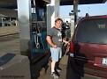 Fredde tankar bilen, soppan kostade 3,65$/gallon som blir ungefär 6 kr/liter.
