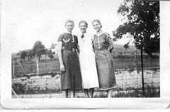 Abt. 1935-Marie THOMAS Newport, Edith THOMAS Speck, and Lucille THOMAS Sexton.