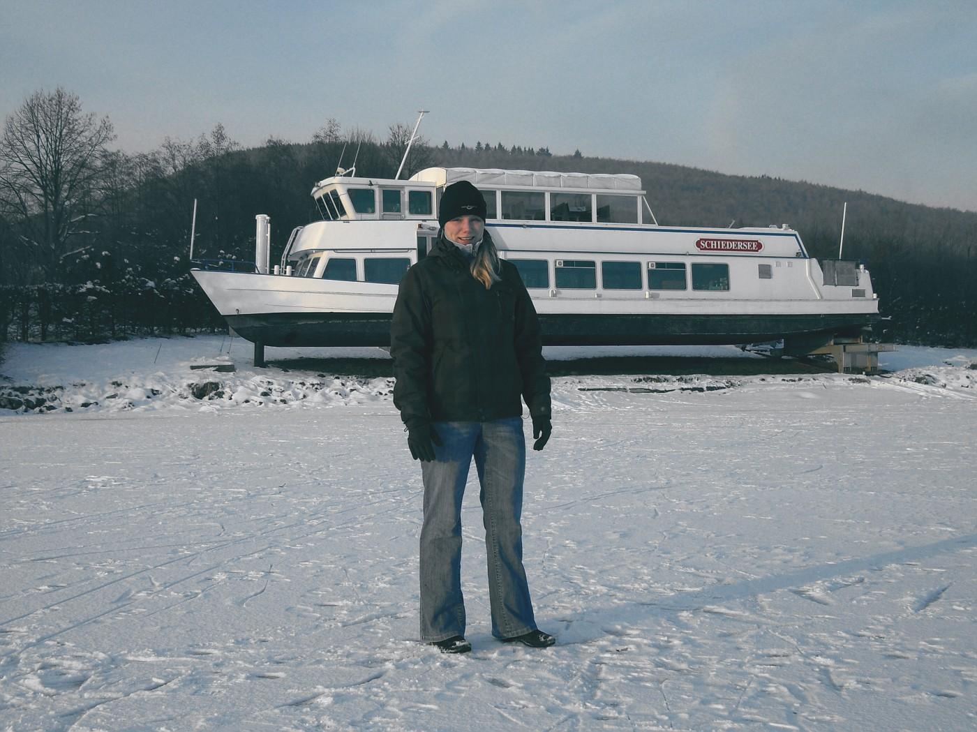 Giana auf dem zugefrorenen Schiedersee