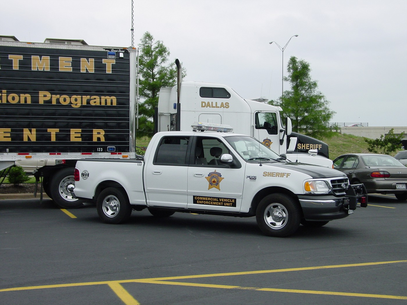 Photo: Dallas County, TX, Sheriff, Commercial Vehicle