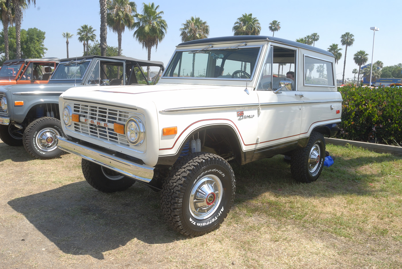 unidentified Ford Bronco DSC 4935