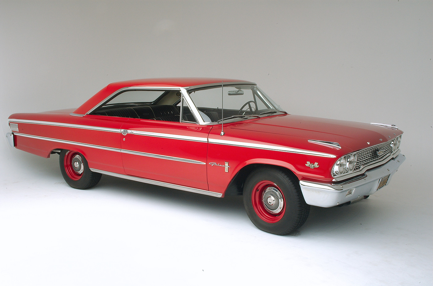 1963 Ford Galaxie 500 XL 427 R-code front three-quarter passenger side view