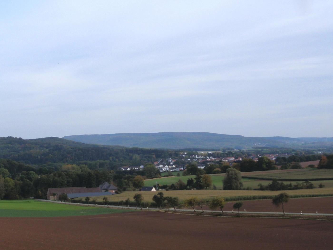 Blick von Holstenhöfen auf Blomberg