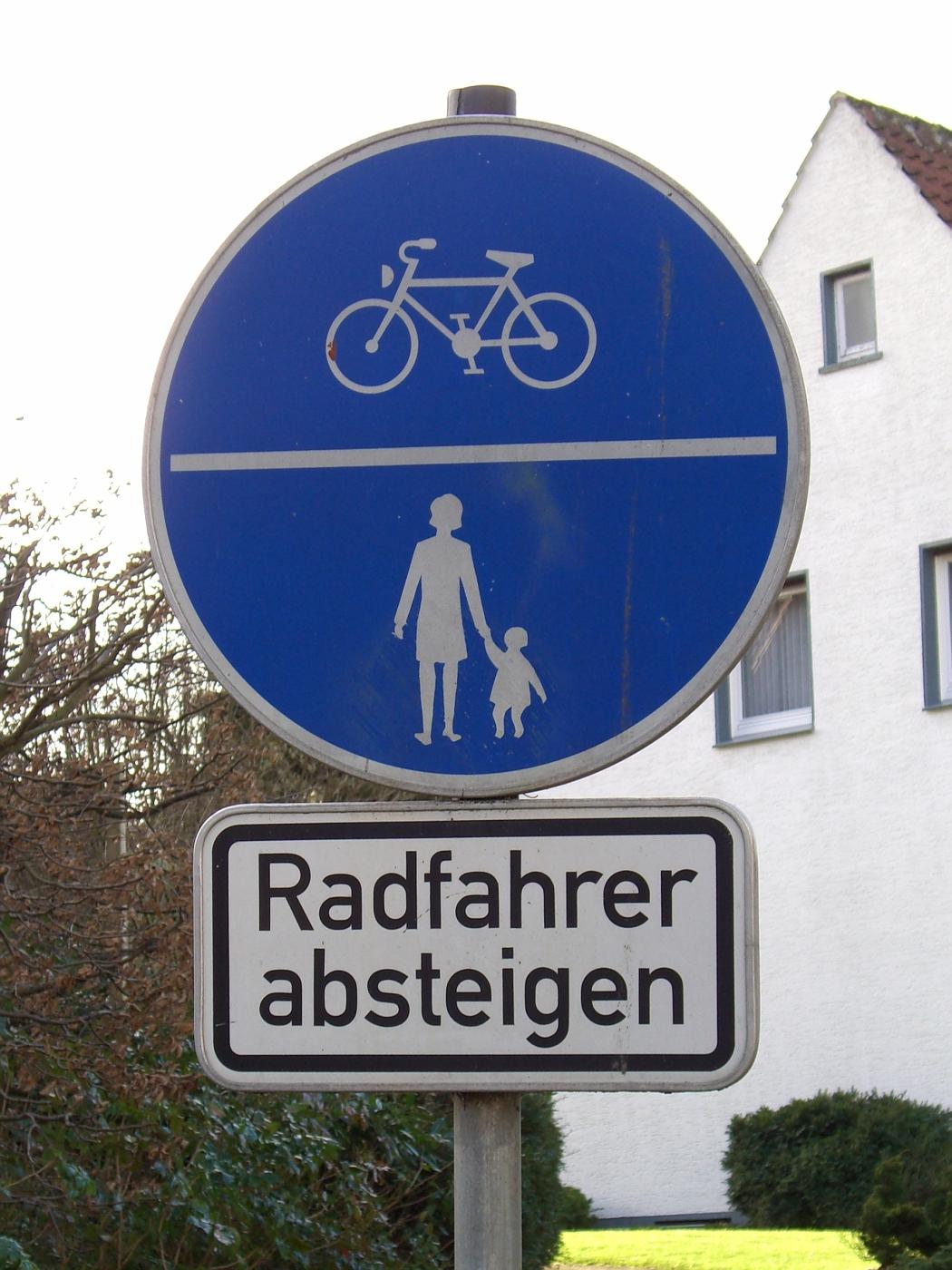 Radfahrer absteigen