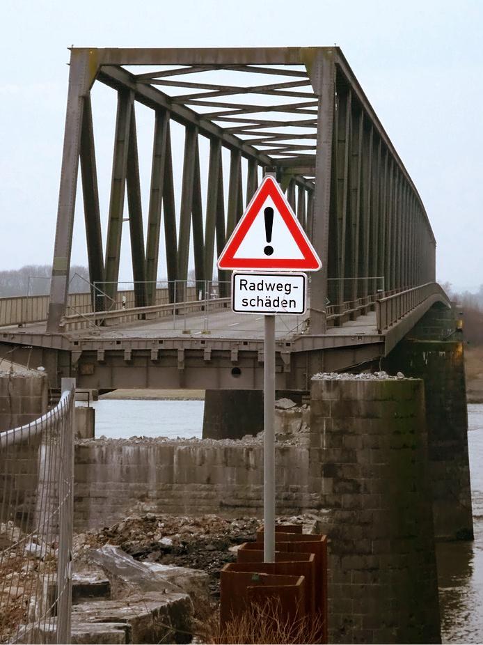 Radwegschäden auf der Rheinbrücke