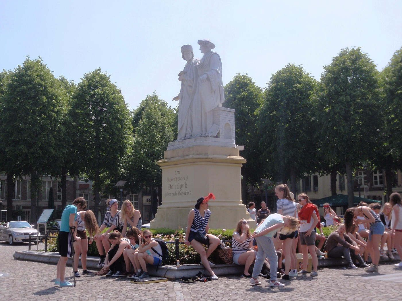 """Standbeeld van de gebroeders Van Eyck, die """"Het Lam Gods"""" schilderden."""