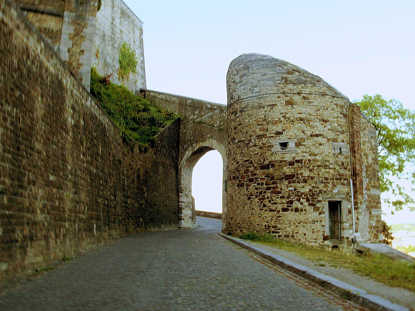 'rauf auf die Zitadelle