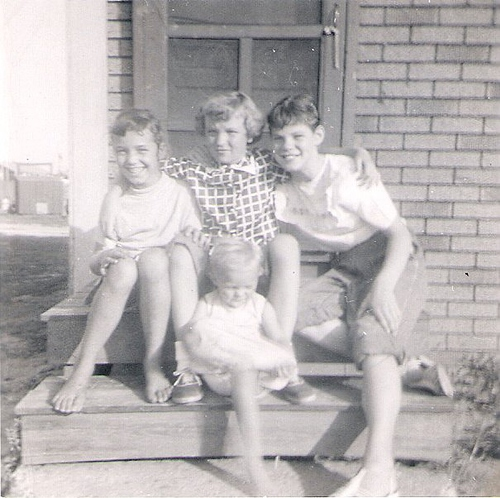 191-Aunt Pat, Mom-baby, Peggy Humbarger and Unknowns