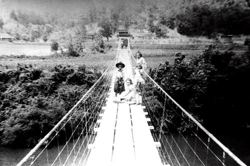 9-Swinging Bridge at Montgomery