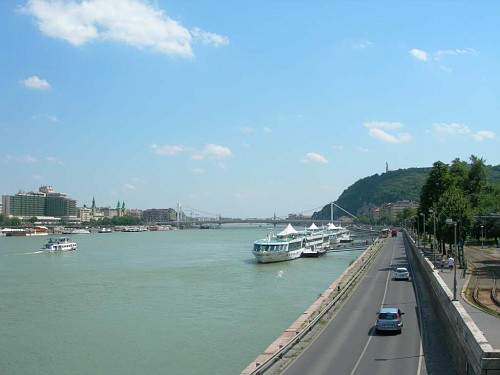 Looking along the river from the Chain Bridge
